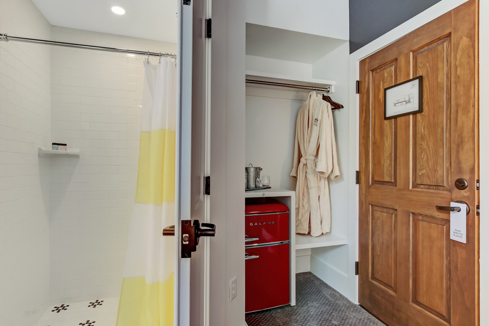 On-suite bathroom and closet with mini-fridge